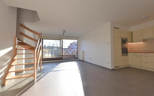 3 slaapkamer duplex appartement met garage centraal gelegen in de cassierstraat